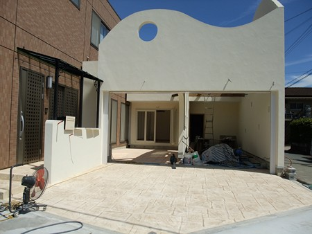 白い塗り壁