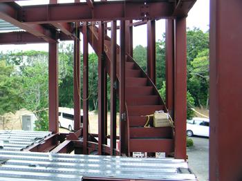 曲線鉄骨階段
