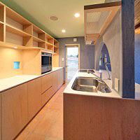 作業台と食器棚を