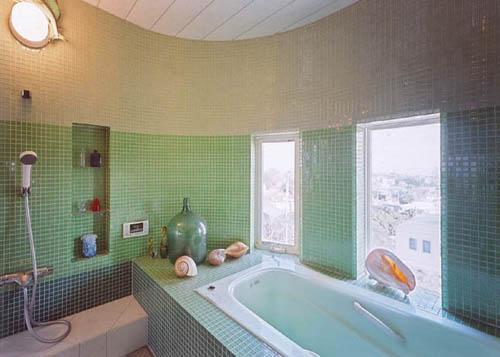 モザイクタイルの浴室