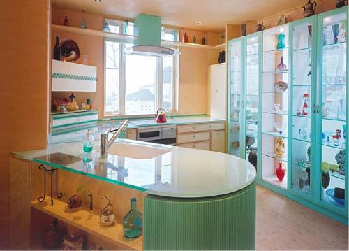 ガラス天板のキッチン