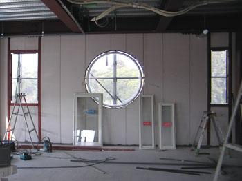 大きな丸窓です