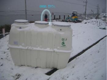 雪景色の浄化槽