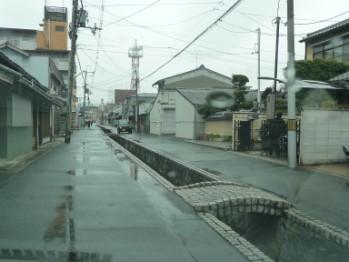 町家の間の水路