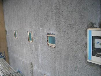 外部からのガラスブロック(ターコイズ色)