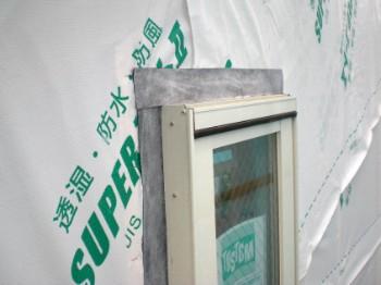 窓枠周りの透湿防水シート納まり