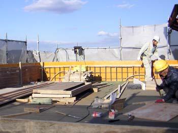 屋上パラペット立ち上げコンクリート型枠組.JPG
